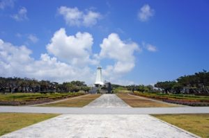 沖縄平和祈念堂の広場